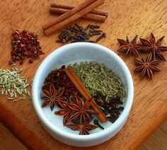 Classic Chinese Five Spice Powder using anise sichuan pepper fennel cloves and cinnamon. Just a tiny bit will transform your dish! Homemade Spices, Homemade Seasonings, Hot Pot, Salsa Hoisin, Chinese Five Spice Powder, Authentic Chinese Recipes, Powder Recipe, Spiced Coffee, Spices And Herbs