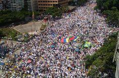 #FotoAérea de la #Protesta Nacional de la #MUD #TomaDeCaracas exigiendo #ReferendoRevocatorio para esté año 2016; calculo más 1.600.000 manifestante ayer #1Sep en #Caracas  @CESCURAINA/Prensa en Castellano en Twitter