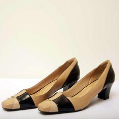 Sapato Mara Verniz Preto Sapato em couro bicolor com salto baixo e bico quadrado #sapatogrande #plussize #modaplussize #modaplussizebrasil #mulherplussize #mulheresplussize #tamanhogrande #vickttoriavick #modaplussizebr #plussizebrasil #plussizefashion #modagg #moda #fashion #feitonobrasil #plussizes #plussizebr #gordinhasdobrasil #modafemininaplussize #somosplussize #lojaplussize #lojafeminina #mulheresreais