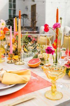 Lemonade Wedding, Fruit Wedding, Party Wedding, Wedding Summer, Orange Party, Orange Wedding Themes, Wedding Colors, Yellow Wedding Decor, Pink Table Settings