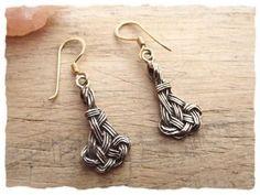 Ohrhänger aus Bronze mit Endlosknoten