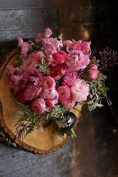 rannunculus bouquet in the most amazing shades of pink - amazing for a rustic elegant wedding in italy
