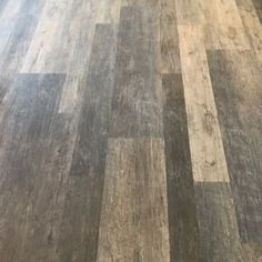 Vinyl kitchen flooring is a very popular choice by homeowners. Vinyl kitchen flooring offers many benefits to the homeowner who has children, pets, or lives an active lifestyle. These floors are ve… Vinyl Flooring Bathroom, Vinyl Sheet Flooring, Luxury Vinyl Tile Flooring, Best Flooring, Vinyl Tiles, Wood Vinyl, Luxury Vinyl Plank, Diy Flooring, Stone Flooring