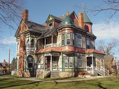 [I'm pretty sure this is where we stayed when we spent a night in Vinton, Iowa.] The Lion and Lamb Bed and Breakfast, Vinton, Iowa. Abandoned Mansions, Abandoned Houses, Abandoned Places, Old Houses, Haunted Houses, Haunted Mansion, Scary Places, Haunted Places, Mysterious Places