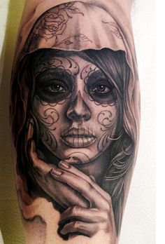 50 incredible Santa Muerte tattoos, great designs from all over the world. Pretty and colorful or dark and terrifying portraits of Santa Muerte. Kunst Tattoos, Body Art Tattoos, New Tattoos, Sleeve Tattoos, Portrait Tattoos, Tatoos, Tattoo Arm, Rosary Tattoos, Bracelet Tattoos