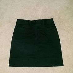 Black Skirt Black Skirt with front zipper pockets. 98% cotton  2% Lycra Spandex, Stretchy.. Great Condition LOFT Skirts