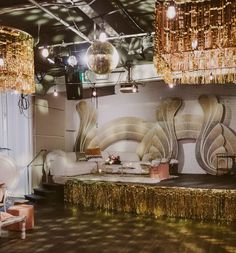 '70s Luxe Galentine's Party
