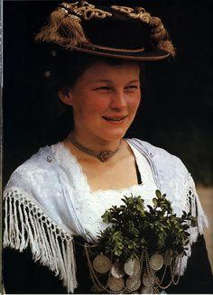 Chiemsee: Mädchen in Breitbrunner Tracht