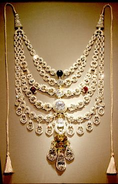 The Patalia necklace was created by Cartier for the maharaja of Patalia: Bhupinder Singh. The necklace was lost after the war, but was re-found in a London antique jewelry shop. Cartier now owns the necklace again. Royal Jewelry, Men's Jewelry, Indian Jewelry, Antique Jewelry, Jewelery, Vintage Jewelry, Fine Jewelry, Jewelry Design, Fashion Jewelry