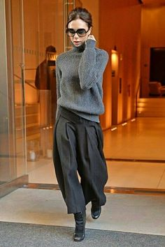 How To Wear A Work Appropriate Outfit When It's Freezing? – Jean Avenue - How To Wear A Work Appropriate Outfit When It's Freezing? Mode Outfits, Fall Outfits, Casual Outfits, Fashion Outfits, Skirt Outfits, Fashion Clothes, Victoria Beckham Outfits, Victoria Beckham Style, Dress Chanel