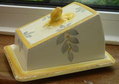 """1930s Art Deco Burleigh Ware Covered Cheese / Butter Dish. Bouquet / Sunshine Pattern. Dish base measures approx: 5 1/2"""" by 7 1/4"""". There are no chips or cracks  