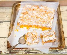 Meruňkové řezy s kokosem | Recepty Albert Banana Bread, Cheesecake, Food And Drink, Treats, Baking, Sweet, Desserts, Cakes, Kitchen