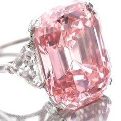 In a rare Pink diamond, previously owned by Harry Winston, was sold for an exorbitant price of million to British billionaire jeweller Laurence Graff at an auction in Geneva. The diamond was named the Graff Pink. Bling Bling, Pink Diamond Jewelry, Diamond Heart, Diamond Rings, Emerald Rings, Ruby Rings, Uncut Diamond, Oval Diamond, Rhinestone Jewelry