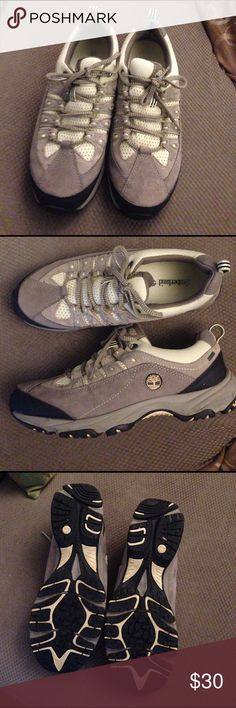 Timberland women's 9.5 goretex hiking shoes Only worn a few times in dry weather. Great support, waterproof and sturdy hiking boots. Don't hike much so selling them. True to size 9.5 regular. Timberland Shoes