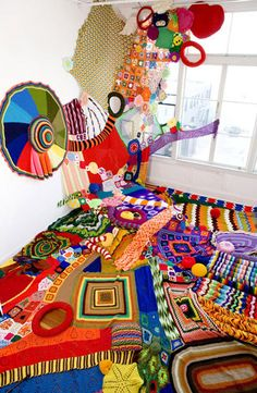 And the creativity keeps on coming! From filatura di crosa: knit art by Sarah Applebaum. what's the first thing you see? Knit Art, Crochet Art, Freeform Crochet, Sculptures Céramiques, Soft Sculpture, Instalation Art, Drawn Art, Textile Fiber Art, Yarn Bombing