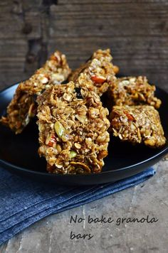 {New post} Easy chewy granola bars recipe, no bake quick,easy and healthy granola bars with loads of nuts and seeds,recipe @ http://cookclickndevour.com/easy-granola-bars-recipe-how-to-make