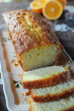Mon cycle citron étant peut-être terminé (peut-être ... rien n'est moins sûr), une nouvelle ère commence et je me plonge avec délice dans l'orange avec ce cake déniché chez Nadia qu'elle avait d'ailleurs réalisé au citron. C'est un cake avec une tendresse...