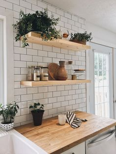 93 Awesome Modern Kitchen Wall Tiles Ideas For Good Kitchen Home Decor Kitchen, Kitchen Interior, New Kitchen, Home Kitchens, Kitchen Ideas, Kitchen Yellow, Kitchen Black, Kitchen Modern, Wooden Kitchen