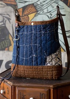 borobucketlifestyle Tela jeans e tela grezza con grosse cuciture a ricamo con colori opposti