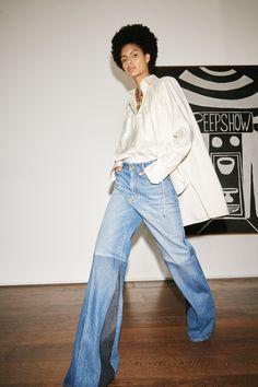 Victoria Beckham, Fashion Weeks, Denim Trends, Vintage Denim, Vogue Paris, Mannequins, Flare Jeans, Bell Bottom Jeans, Ideias Fashion