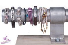 Diverse op maat gemaakte armbanden. Kijk voor meer op www.justhip.nl