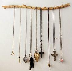 Aujourd'hui on parle bois et plus particulièrement bois de récup, cagette, bois flotté, caisse, branchage et palette... http://mycdeco.blogspot.fr/ http://www.cdecoandco.com/