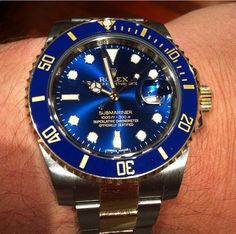 My favourite Rolex, the Submariner in blue and gold two tone colour. Stylish Watches, Cool Watches, Rolex Watches, Watches For Men, Rolex Submariner Blue, Men Watch, Beautiful Watches, Breitling, Chronograph