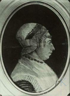 Portret van Neeltje Boeke (1773-1854), gehuwd in Zaandijk 1794 1800-1824 STREEKMUTS M.OORIJZER EN HAARNAALD,PIJPEKRUL LANGSSLAAP,WI.FICHU,GESTREEPTE MOUW ZICHTBAAR,JUWELEN KETTING OM HALS. #NoordHolland #Zaanstreek