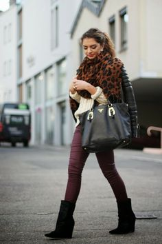 20 Winter Street Style-a simple ponytail, scarf, short boots, big bag, says a day shopping with my friends.