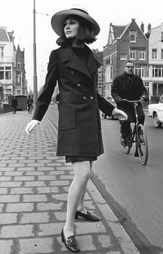 Spring-Summer 1968 groovy fashion fashion, sixties fashion и 60 fashion. Sixties Fashion, Mod Fashion, Fashion Beauty, Vintage Fashion, Hippie Style, Vintage Mode, Vintage Ladies, Swinging London, Vintage Outfits