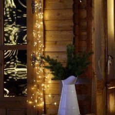 Déco de Noël extérieur : 20 idées lumineuses pour le jardin et la façade - Côté Maison Outdoor Christmas Decorations, Holiday Decor, Ideas Para, Ladder Decor, Facade, Heaven, Christmas Tree, Garden, Bright Ideas