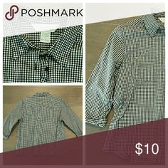 Petite Sophisticate button down shirt Petite Sophisticate button down shirt in black and white gingham. Three quarter sleeves. Stretch cotton. Crisp, sporty look.  EUC. Gently used. No rips, stains, tears, marks or holes. Petite Sophisticate Tops Button Down Shirts
