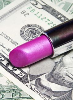 25 easy money-saving beauty tips #hair #beauty Visit www.makeupbymisscee.com for hair and beauty inspiration