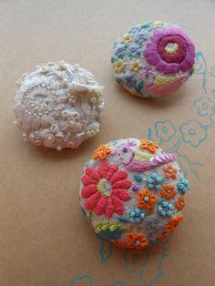 刺繍ブローチ 花