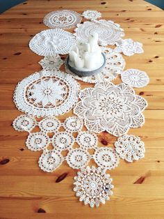 Is there any kind of craft you can do with old photo albums? Paper Houses, Second Hand, Old Photos, Knit Crochet, Upcycle, Crochet Earrings, Recycling, Diy, Quilts