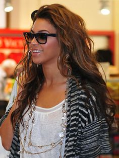 Love Beyonce's beachy waves in this pic!