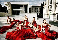 El 'rojo Valentino' inspira muchos de los trajes de novia 2012