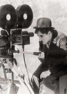 Charlie Chaplin, zuzendari eta aktorea http://azpitituluak.com/search?q=chaplin