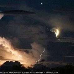Preciosa foto de la Luna, Júpiter y un cielo tormentoso en Moyock, North Carolina. Foto: Greg Diesel-Walck