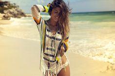 Anna Kosturova es una de las diseñadoras de trajes de baño más conocidas del mundo, sus bikinis de crochet han aparecido en multitud de portadas de revistas