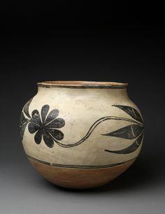 Superb Kewa (Santo Domingo) Large Storage Jar with Circling Vine, c. 1890′s
