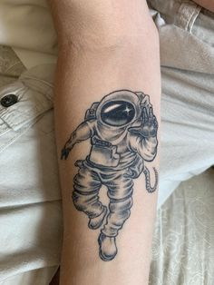 Astronaut tattoo carried out by Rachel at Marks of Asgard, North Brookfield MA. First a part of house/journey half sleeve --- Half Sleeve Flower Tattoo, Half Sleeve Tattoos Forearm, Leg Sleeve Tattoo, Chest Tattoo, Illuminati Tattoo, Astronaut Tattoo, Latest Tattoos, Tattoo Machine, Tattoo Trends