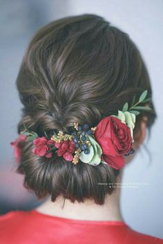 Discover more about diy wedding hairstyles Bridal Hairstyle Indian Wedding, Long Bridal Hair, Wedding Hair Up, Bridal Hair Buns, Bridal Hairdo, Long Hair Wedding Styles, Indian Wedding Hairstyles, Bride Hairstyles, Long Hair Styles