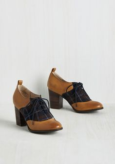Educated Guest Oxford Heel. Before delving into dialogue about current events, you break the ice with these dapper Oxford heels from Restricted! #brown #modcloth