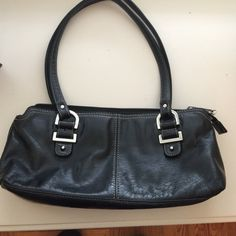 Gorgeous Relic Shoulder Bag Gorgeous Relic Shoulder Bag. Smaller bag. 13 x 6x 4 wide. This is a leather bag. Really cute Relic Bags Shoulder Bags