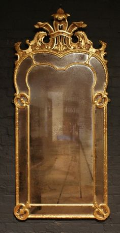 ANTIQUE GILTWOOD PORTRAIT MIRROR IN THE GEORGE I MANNER (England)