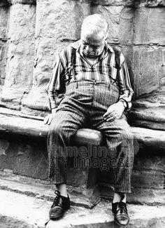 Mann in Florenz, 1976 keberlein/Timeline Images #70er #70s #daydreams #entspannen #relax #enjoy #sleep #schlafen #tagträumen #Tagträumer #träumen #Sonne #Sommer #Nickerchen #nap #Mann #Menschen #alt