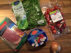 Salade met tomaten mozzarella en spek