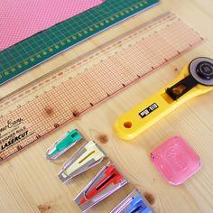 Pese al aspecto de instrumental de dentista, las máquinas para preparar las cintas al bies son fáciles de utilizar y, lo más importante, ¡muy útiles!