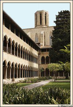 Claustro Monasterio Pedralbes by MILA@125, via Flickr